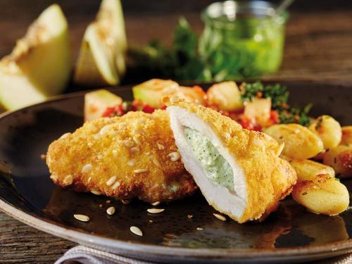 """Hähnchen-Knusperschnitzel """"Ricotta-Pesto"""" mit Melonenkernpanade, ca. 150 g"""