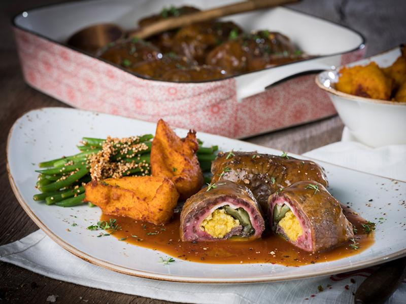 """Beef roulade """"home-made style"""" in sauce, laid filling, cooked, 10x 140g approx. + 1,400g sauce"""