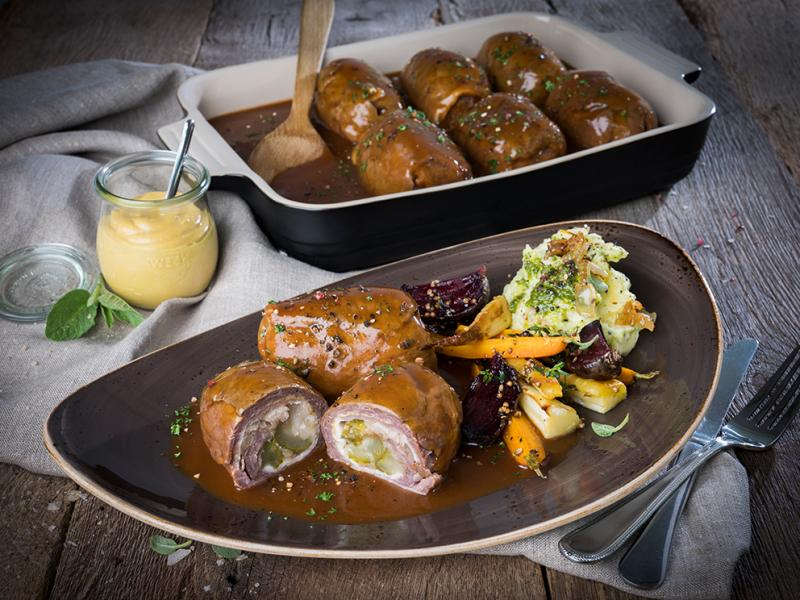 """Beef roulade """"home-made style"""" in sauce, laid filling, cooked, 10x 180g approx. + 1,800g sauce"""